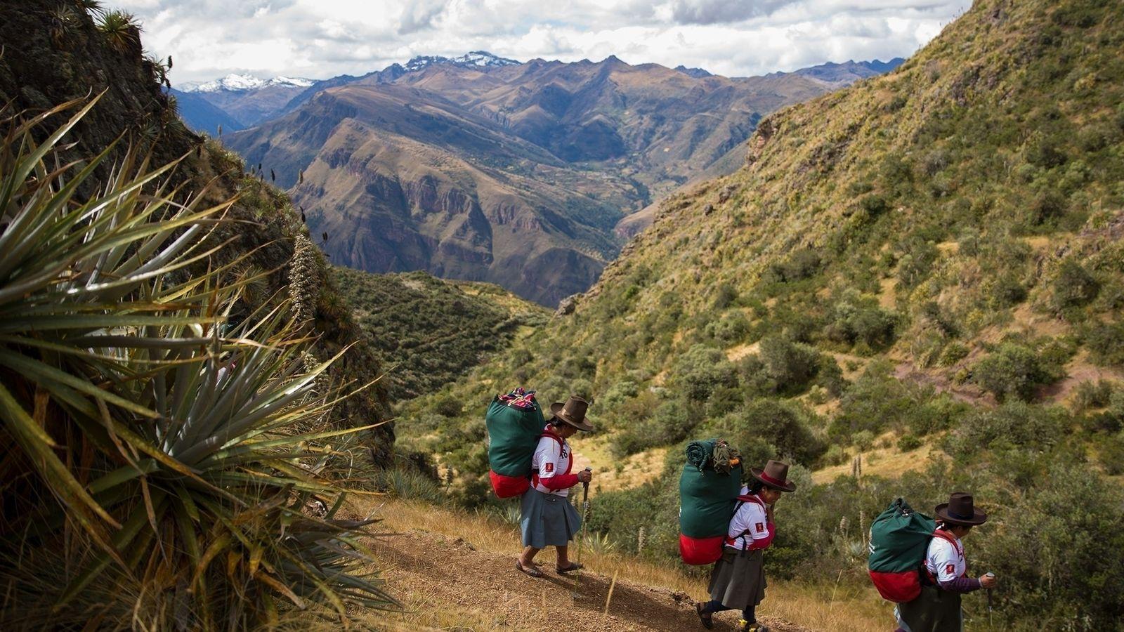 Porteadoras en los Andes peruanos