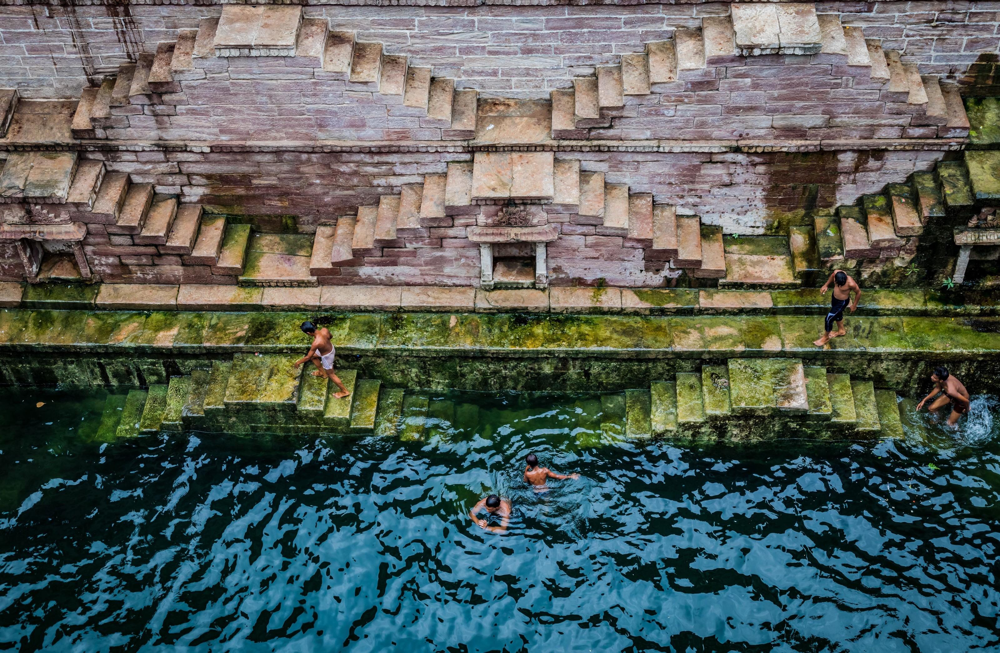 Nadando entre peldaños