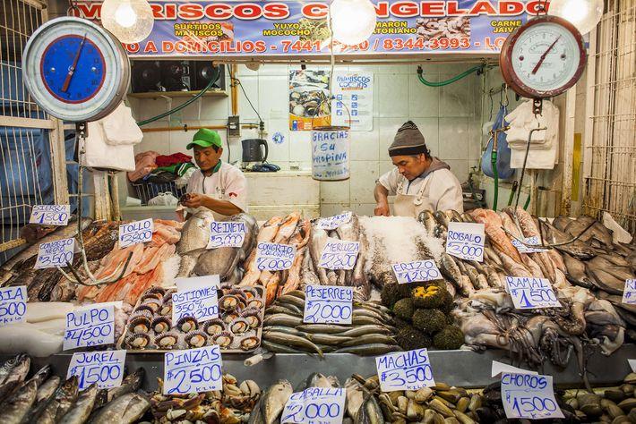 Imagen de un vendedor de marisco en Santiago de Chile