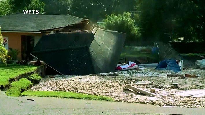Un enorme socavón se traga varias casas en Florida