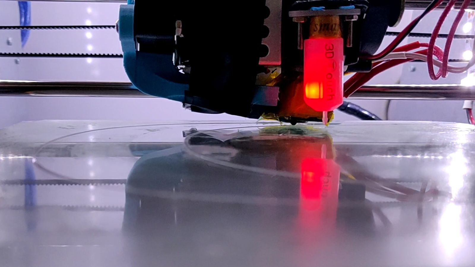 Coronavirus e impresoras 3D: así combaten la pandemia miles de 'makers' españoles desde sus hogares