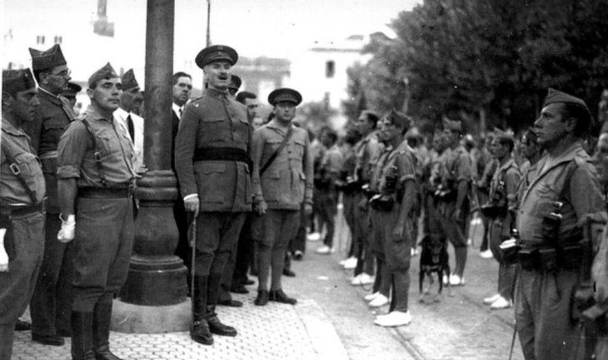 Queipo de Llano dirigiéndose a los legionarios en Sevilla.
