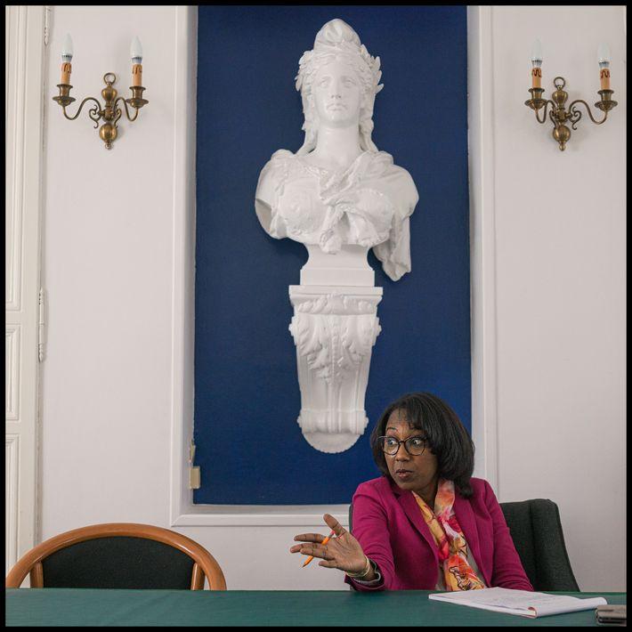 La alcaldesa, Francia