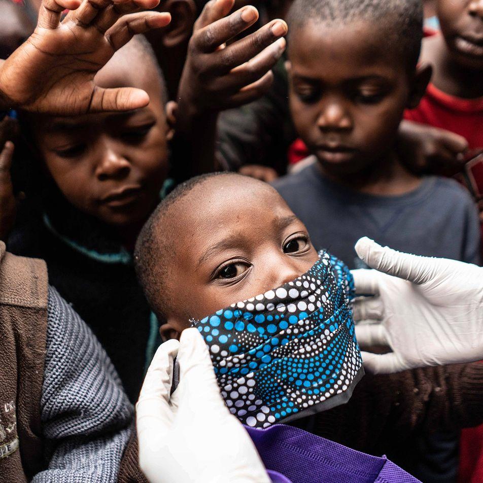 La distribución equitativa de una vacuna anti-COVID-19 podría evitar cientos de miles de muertes
