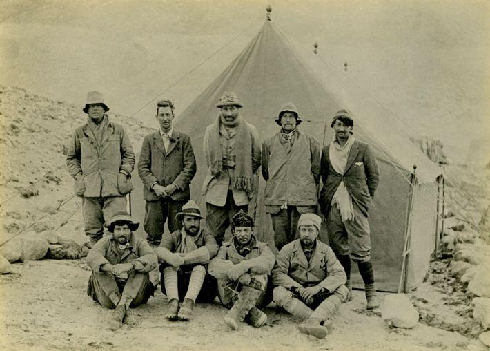 Fotografía del equipo de la expedición de 1924 al Everest