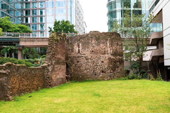 Ruinas de las antiguas murallas romanas