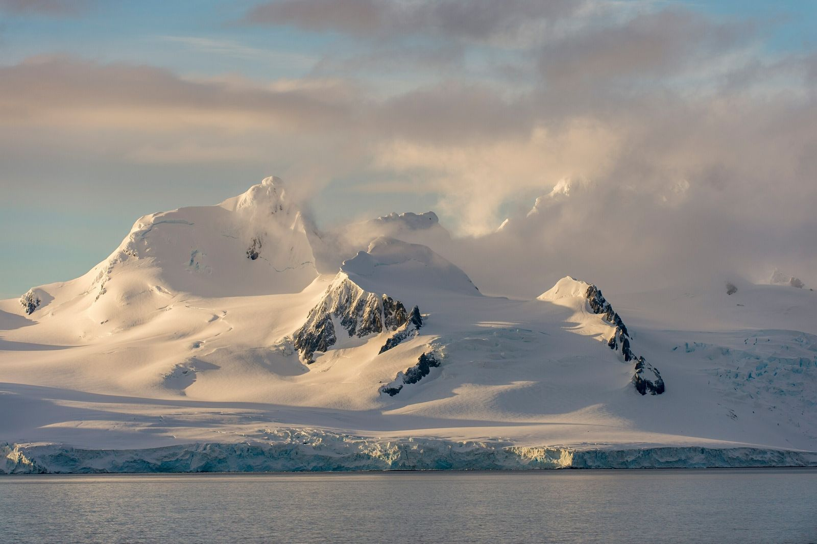 Una nueva forma de medir la nieve caída en la Antártida ayuda a predecir la supervivencia del manto de hielo