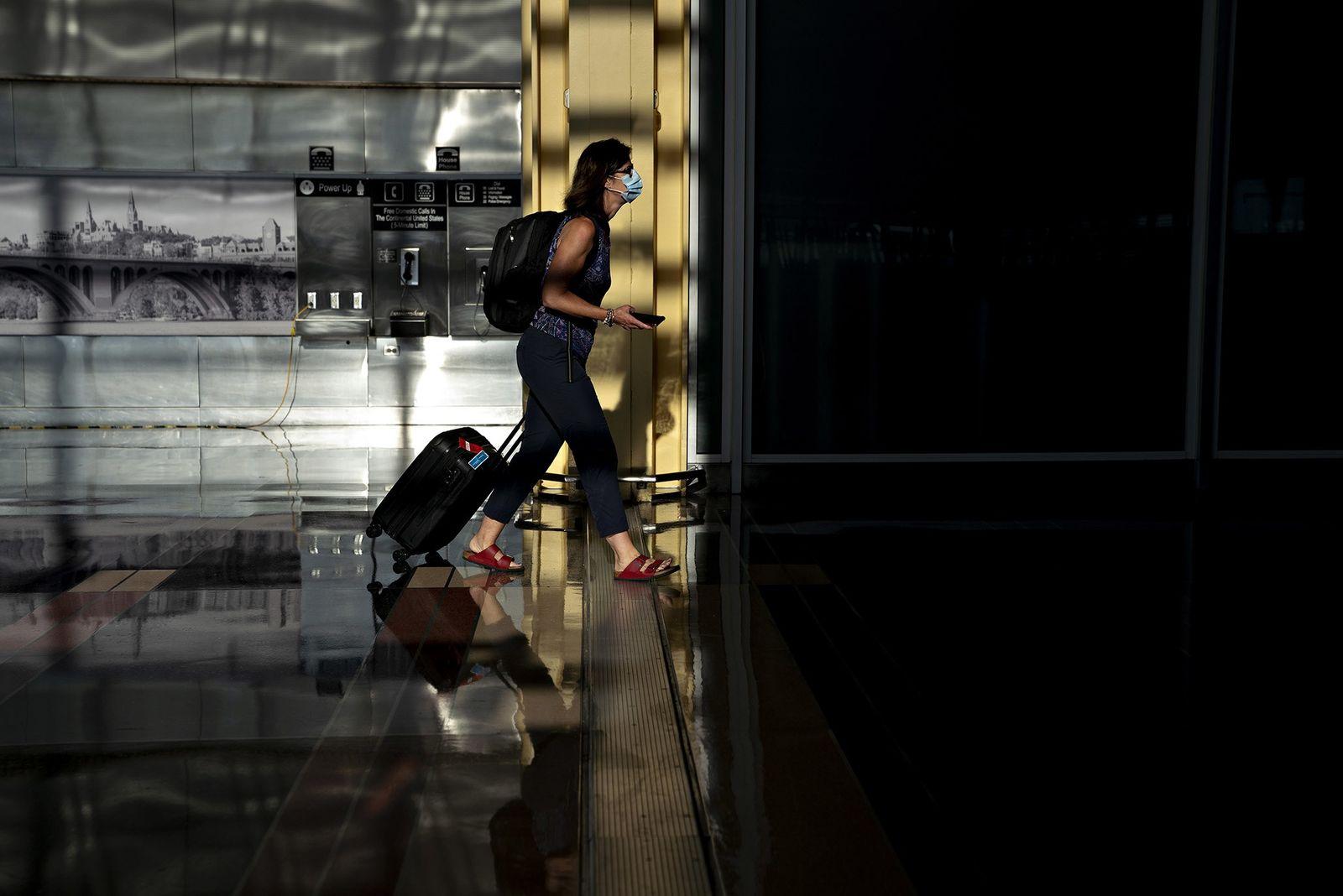 Si tienes que viajar durante la pandemia, así puedes hacerlo de forma más segura