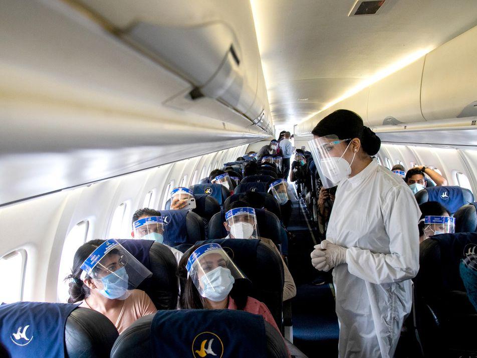 Así se adaptan los aeropuertos y las aerolíneas para garantizar viajes más seguros