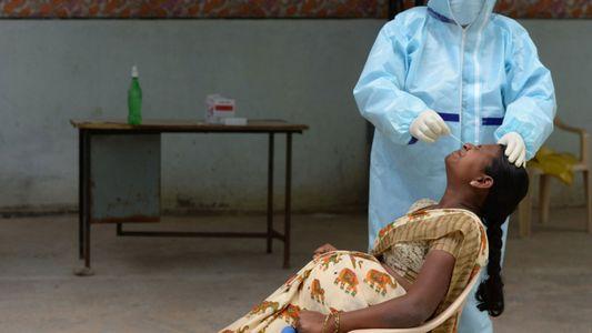 ¿Por qué las mujeres embarazadas aún no pueden optar a la vacuna anti-COVID-19 en la India?