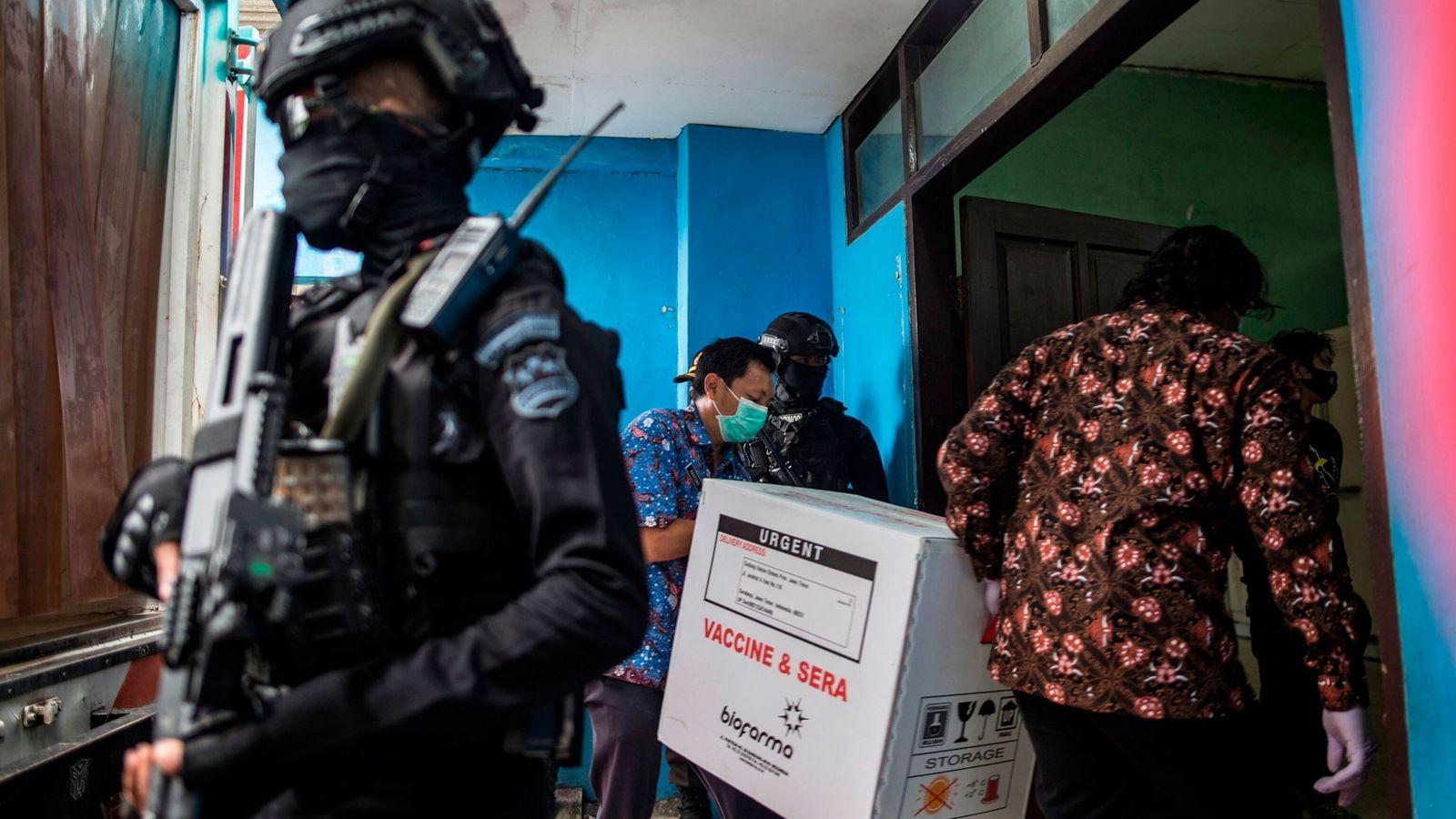 Escolta policial para las vacunas