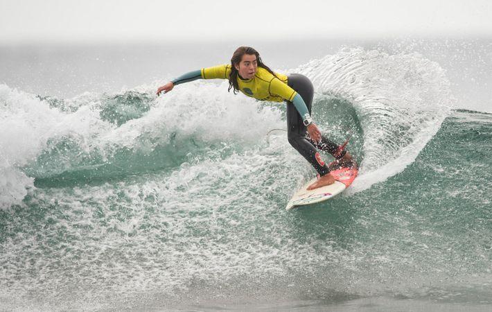 La surfista chilena Antonia Vidueira