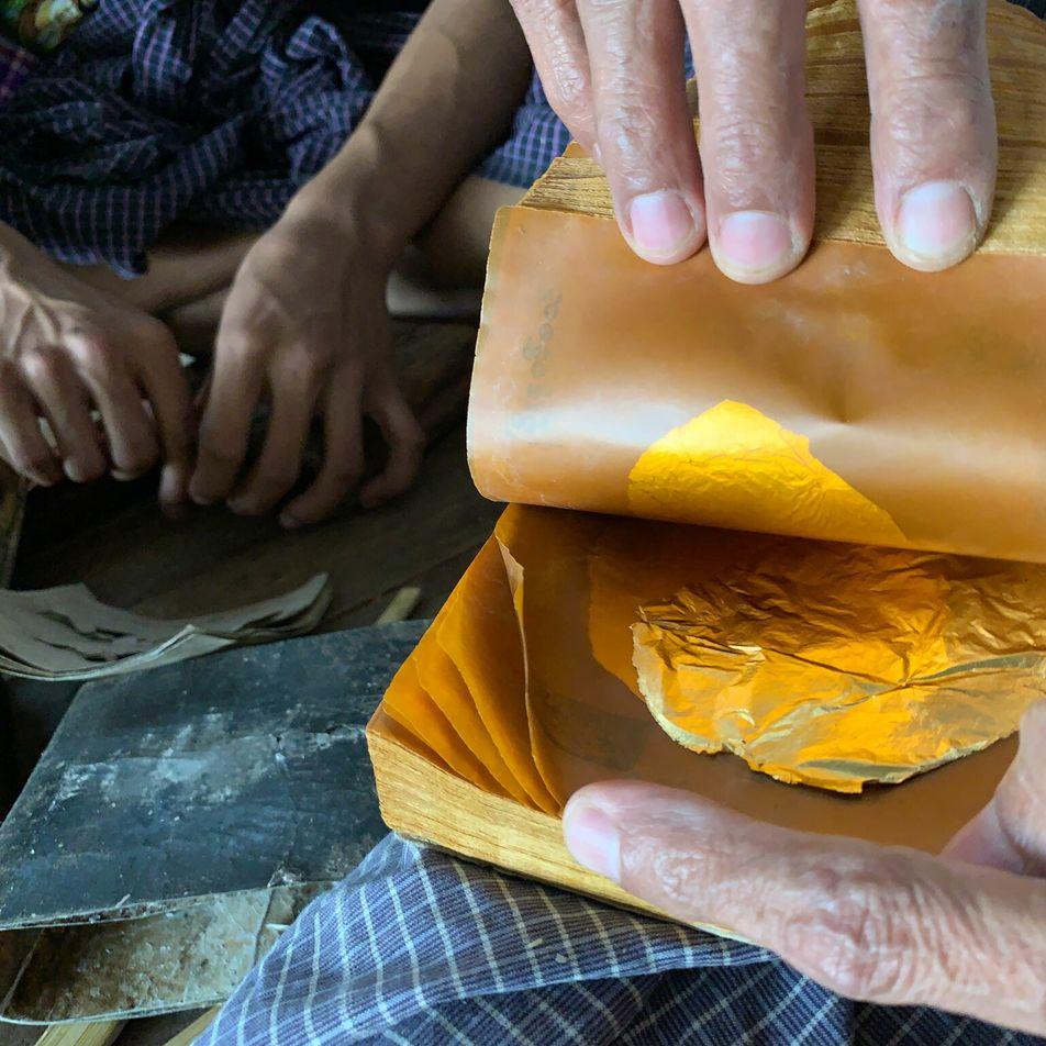 ¿Cuánto trabajo se invierte en una lámina de pan de oro? 20 000 martillazos