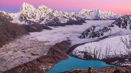 Imagen de Gokyo Ri, del lago Magic Mountain y del monte Everest en el Himalaya, Nepal
