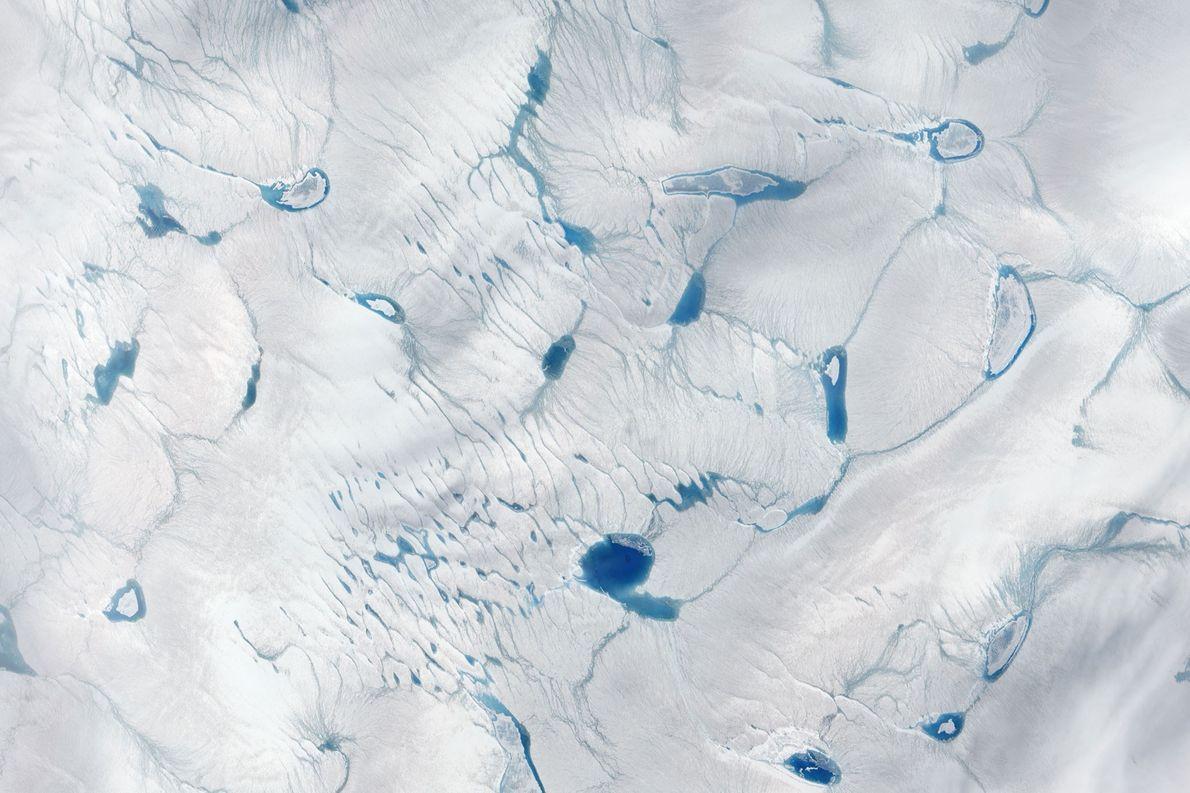 Aumenta la cantidad de lagos de agua de deshielo en el manto de hielo de Groenlandia