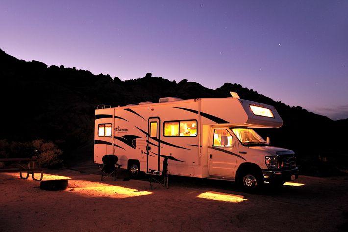 Fotografía de una caravana en California