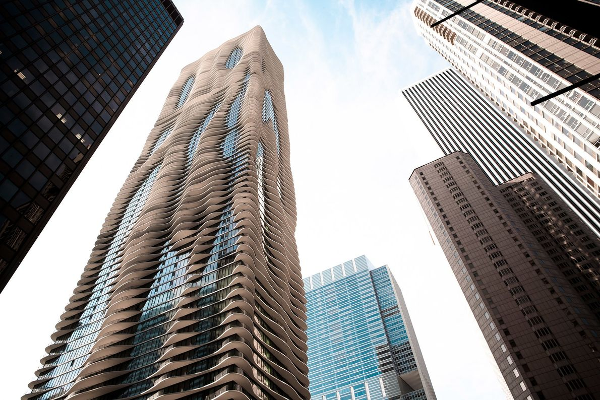 Encompassing 1.9 million square feet of retail, offices, apartments, condos, and hotel space, this Chicago skyscraper ...