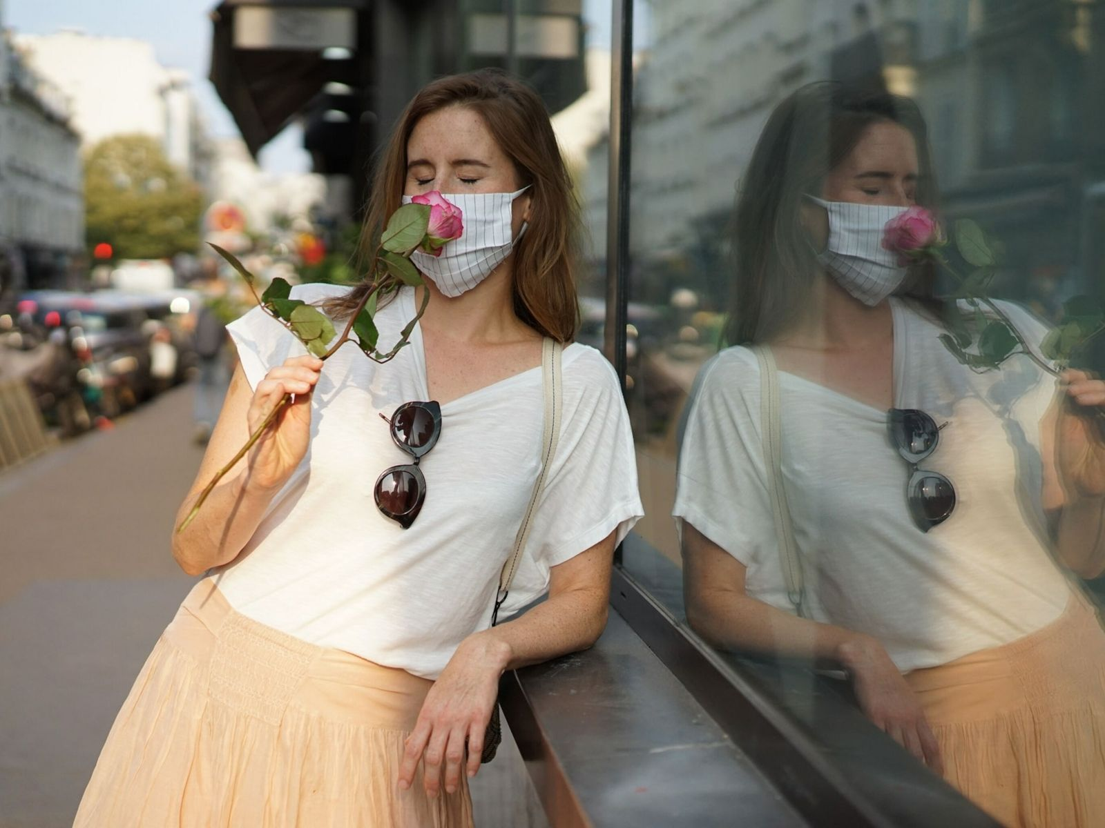 Oliendo rosas en París