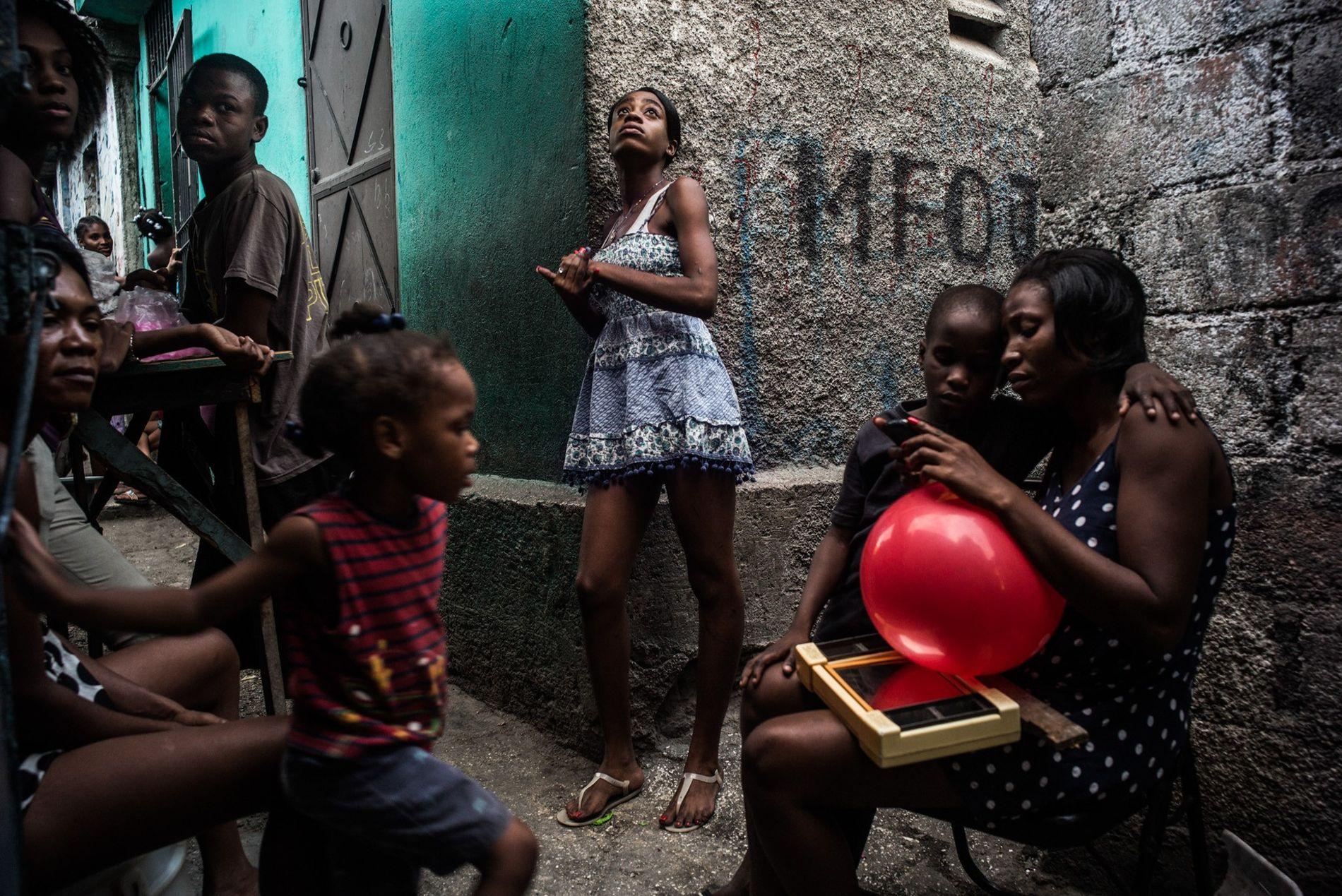 Las laberínticas calles residenciales de Puerto Príncipe están densamente pobladas. En barrios como Morne-á-Tuf, las callejuelas ...