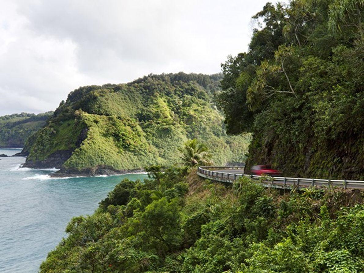 """Conduce por el """"Camino a Hana"""" en Maui"""