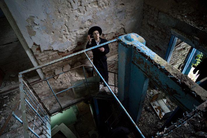 Un visitante de la sinagoga
