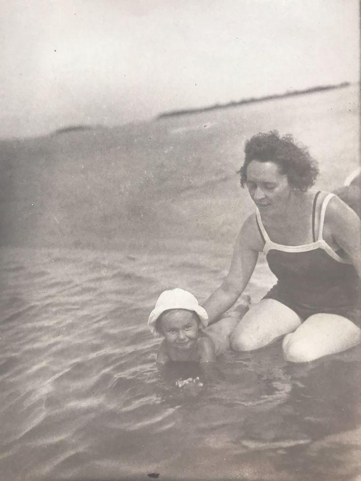 Helena y su madre en el río Dniéper