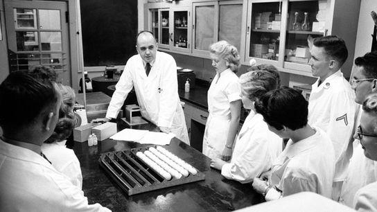 Maurice Hilleman y su equipo de investigación