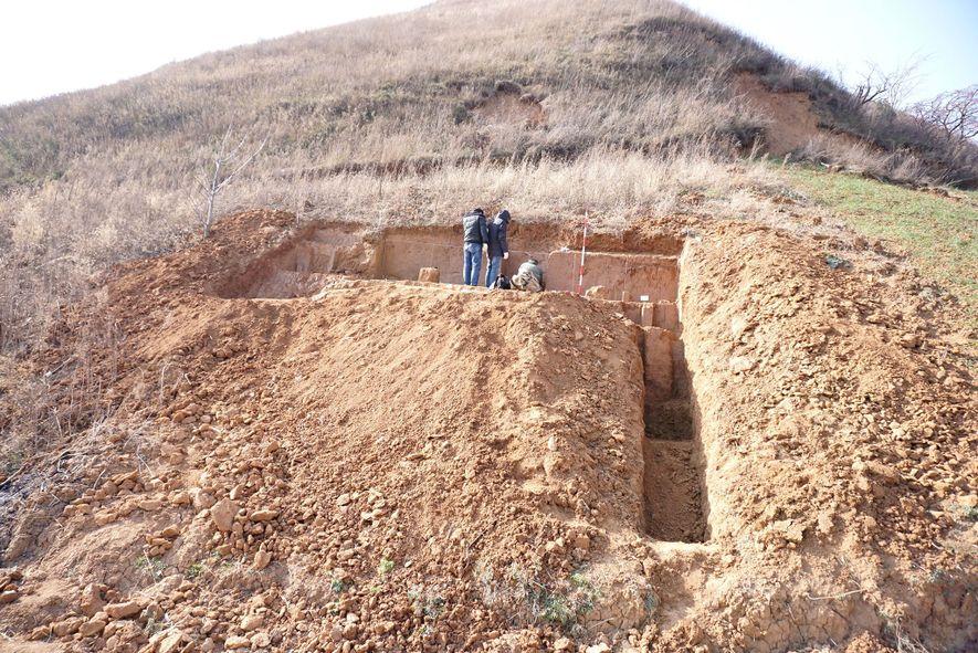 El yacimiento, en una ladera de la provincia china de Shaanxi, expuso las herramientas de piedra ...