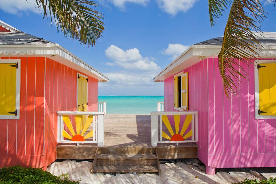Los coloridos edificios junto a la playa han reabierto sus puertas en muchas islas caribeñas, entre ...