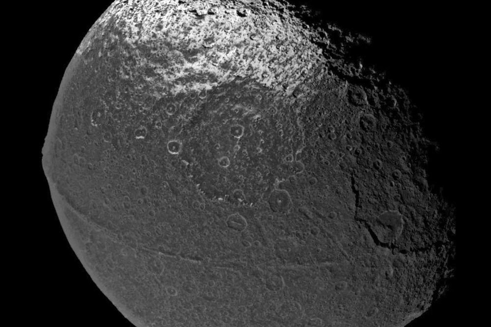 Iapetus, imagen de Cassini