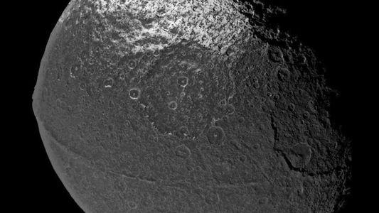 La luna de Saturno posee la cordillera más extraña de todo el Sistema Solar