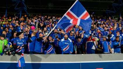 Por qué la selección nacional de fútbol de Islandia tiene tantos hinchas polacos