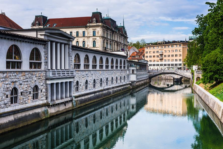Liubliana, en Eslovenia, es una alternativa perfecta si buscas canales románticos.