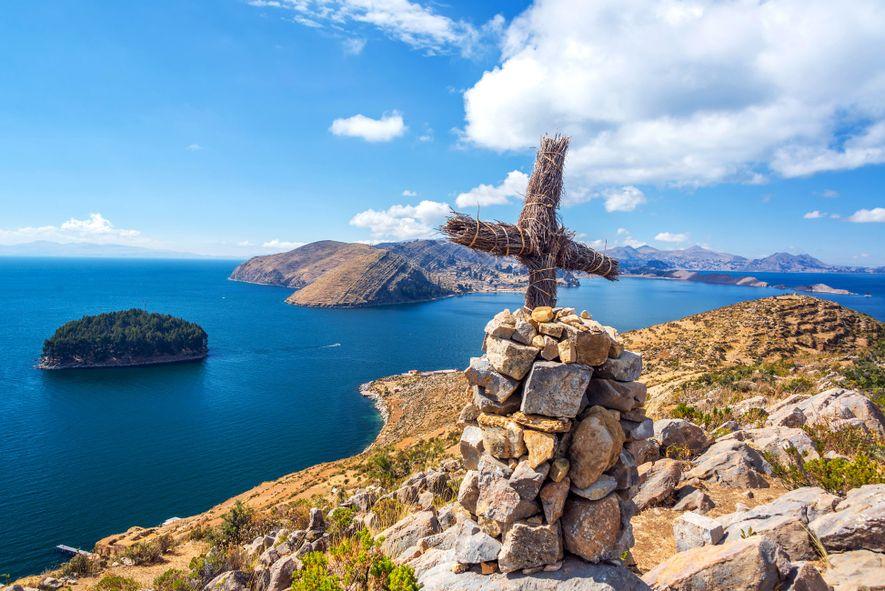 Las ruinas, algunas del siglo XV, coronan las colinas de la Isla del Sol y ofrecen ...