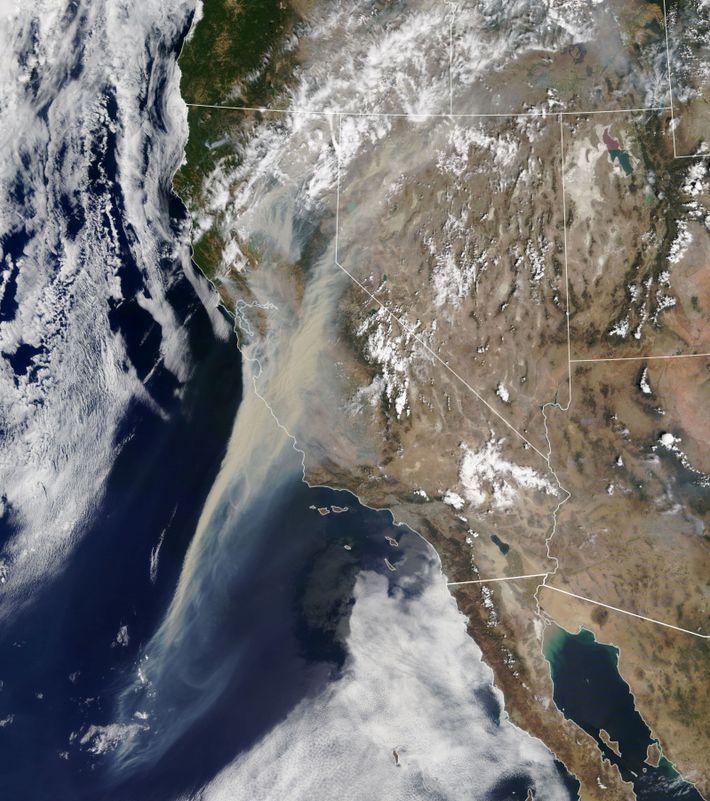 Humo incendio California España