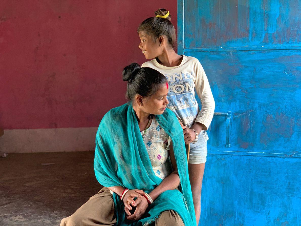 Abhina Naik y su hija Antri
