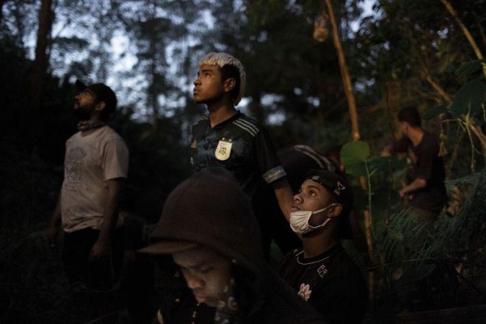 Los jóvenes guaraníes se reunieron para apagar un incendio