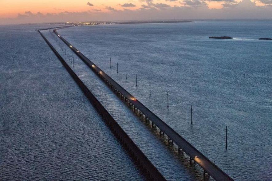 Six Mile Bridge, que va desde Marathon Key a Key West. Así podría estar la costa ...