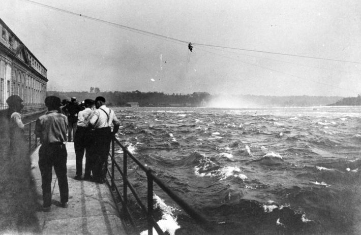 Buque Iron Scow varado Cataratas Niagara