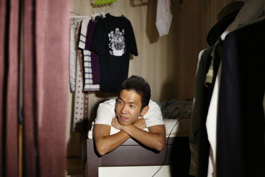 Cuando Elan fotografió a Ikuo Nakamura, de 34 años, ya llevaba siete años en su habitación.