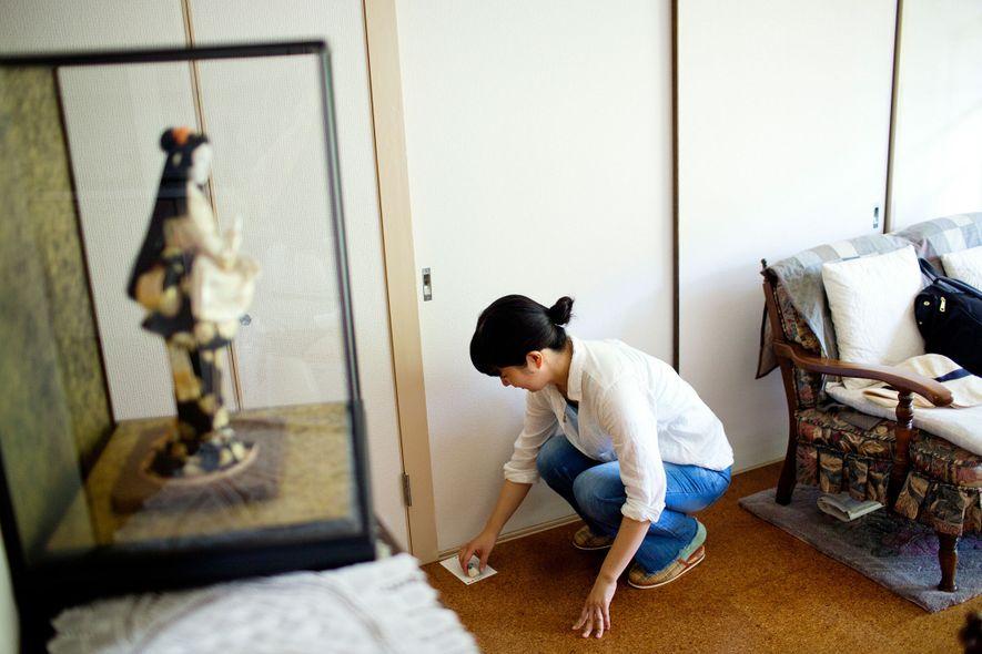 La «hermana de alquiler» Ayako Oguri escribe a Masahiro Koyama, de 40 años, que lleva 10 ...