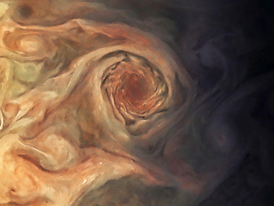Juno se acerca a 9.000 kilómetros de Júpiter y consigue estas impresionantes imágenes