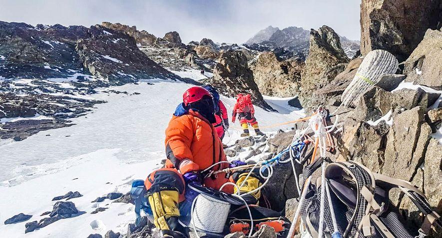 El equipo de Txikon fue capaz de establecer el Campamento 2 a 6.700 metros tras solo dos días de escalada. El equipo está construyendo campamentos avanzados como este a diversas altitudes a lo largo de la ruta y almacenando equipo y comida en ellos.