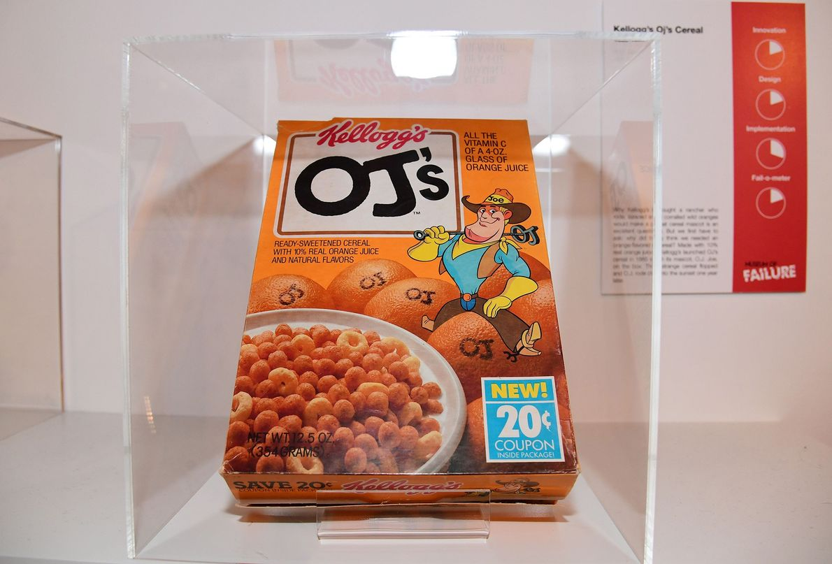 Los cereales OJ's de Kellogs, años 80. La gente disfruta del sabor del zumo de naranja …