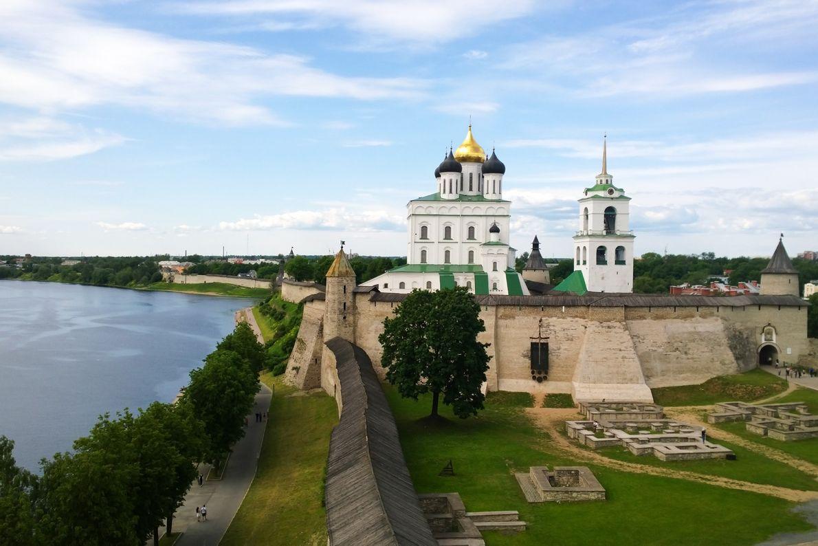 Iglesias de la escuela de arquitectura de Peskov, Rusia