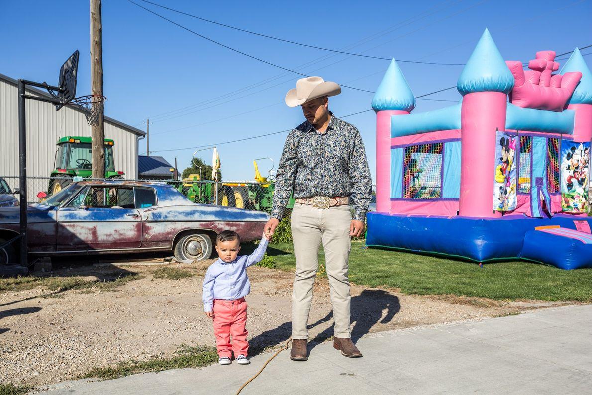 Miguel Arredondo y su nieto