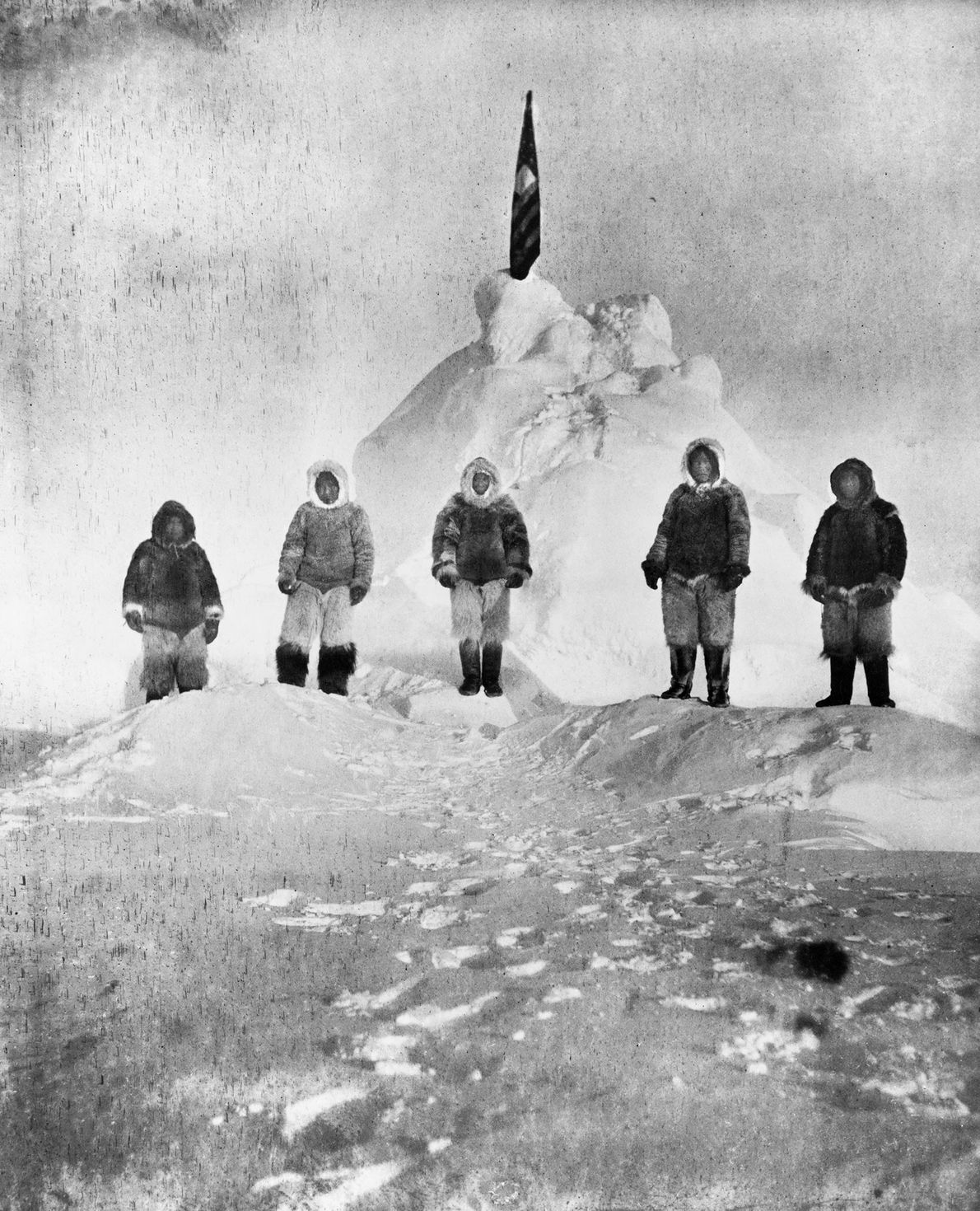 Los miembros del equipo de la expedición de Robert Peary