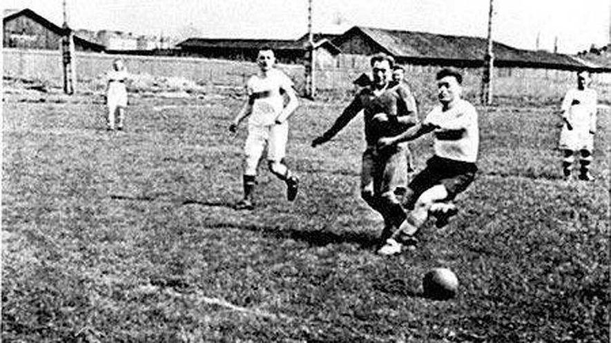 Imagen del partido entre el Zenit y el Dinamo de Leningrado que tuvo lugar en mayo ...