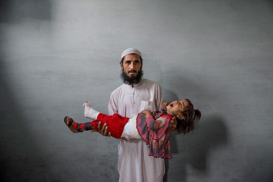Ghulam Ishaq, tendero de Karachi, no confiaba en la vacuna contra la polio. Ahora se culpa ...
