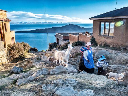 Practica senderismo y explora ruinas incas en la mayor isla del lago Titicaca